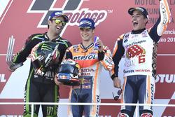 Podio: il secondo classificato Johann Zarco, Monster Yamaha Tech 3, il vincitore della gara Dani Ped