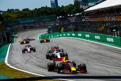 Max Verstappen, Red Bull Racing RB13, Felipe Massa, Williams FW40, Fernando Alonso, McLaren MCL32, S
