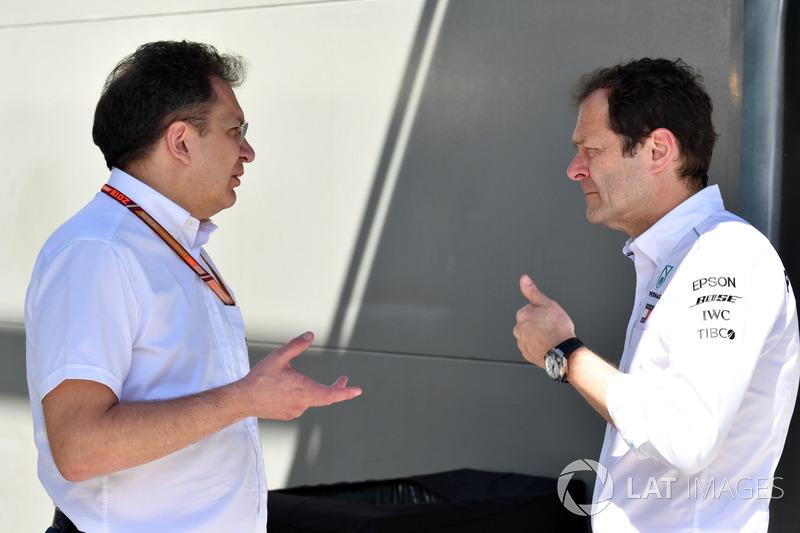 Nicholas Tombazis, jefe de asuntos técnicos monoplazas de la FIA y Aldo Costa, Mercedes AMG F1