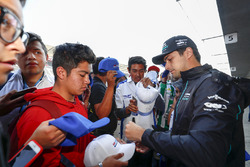Nelson Piquet Jr., Jaguar Racing, signing autographs, taking selfies with fans