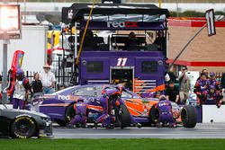 Denny Hamlin, Joe Gibbs Racing, FedEx Ground Toyota Camry pit stop