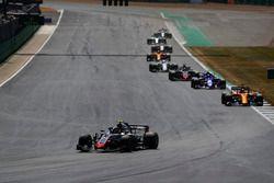Kevin Magnussen, Haas F1 Team VF-18, lidera a Fernando Alonso, McLaren MCL33, Pierre Gasly, Toro Rosso STR13, y Romain Grosjean, Haas F1 Team VF-18