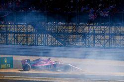 Sergio Perez, Force India VJM11, percute un panneau publicitaire