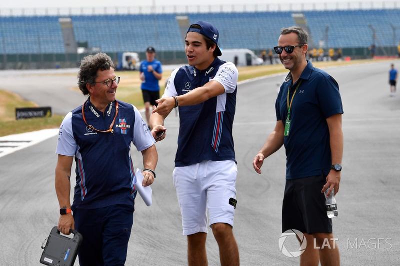 Lance Stroll, Williams, cammina lungo il circuito