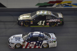 Brad Keselowski, Team Penske, Ford Fusion Stars, Stripes, and Lites, Kurt Busch, Stewart-Haas Racing, Ford Fusion Monster Energy / Haas Automation