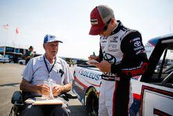 Brandon Jones, Kyle Busch Motorsports, Toyota Tundra SoleusAir/Menards with fan
