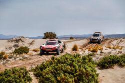 #308 Peugeot Sport Peugeot 3008 DKR: Cyril Despres, David Castera, #307 X-Raid Team Mini: Orlando Te
