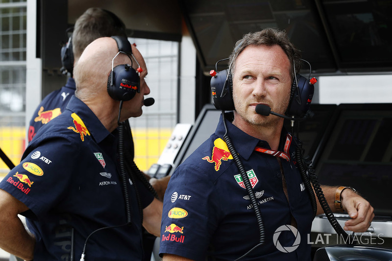Adrian Newey, directeur technique Red Bull Racing, et Christian Horner, Team Principal, Red Bull Racing, sur le muret des stands