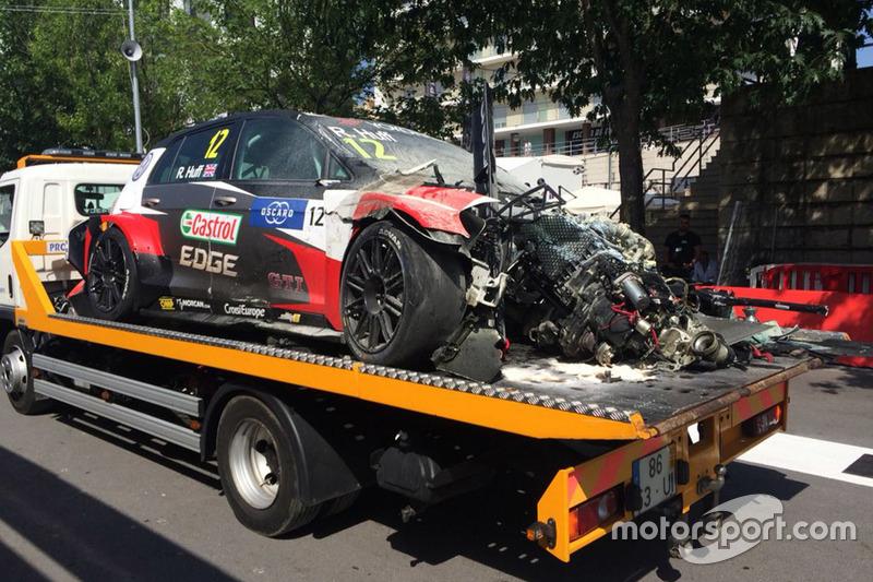 El coche de Rob Huff, Sébastien Loeb Racing Volkswagen Golf GTI TCR tras el accidente