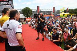 Frederic Vasseur, Sauber, Team Principal, Cyril Abiteboul, Renault Sport F1 Managing Director and Eric Boullier, McLaren Racing Director