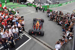 Max Verstappen, Red Bull Racing RB14 llega al parc ferme