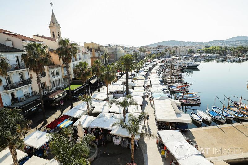 Il mercato e la marina a Sanary sur Mer