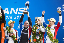 LMP2 podium: third place Vincent Capillaire, Jonathan Hirschi, Tristan Gommendy, Graff Racing