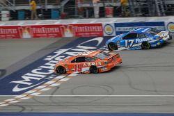 Brandon Jones, Joe Gibbs Racing, Toyota Camry Toyota XYO Networks Ricky Stenhouse Jr., Roush Fenway