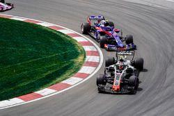 Кевин Магнуссен, Haas F1 Team VF-18, и Пьер Гасли, Scuderia Toro Rosso STR13