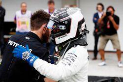 Valtteri Bottas, Mercedes AMG F1, viert zijn pole in Parc Ferme
