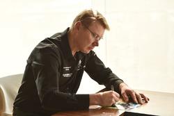 Mika Hakkinen signs autograph