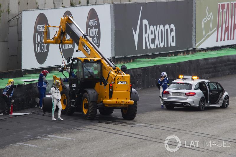 Lewis Hamilton, Mercedes-Benz F1 W08, crashed car
