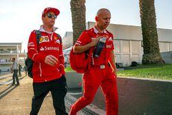 Kimi Raikkonen, Ferrari con su entrenador Mark Arnal