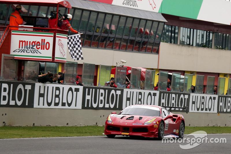 Il vincitore della gara #199 Ferrari of Vancouver Ferrari 488: Wei Lu