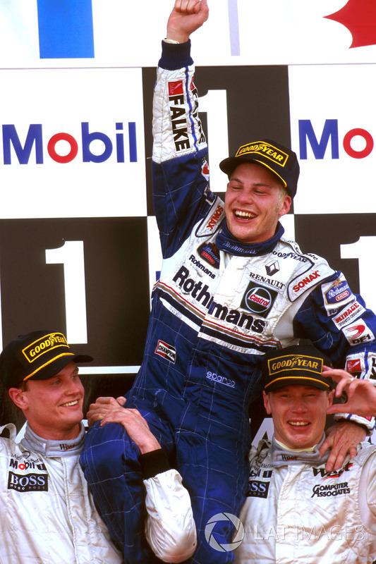 Mika Hakkinen y David Coulthard, McLaren con Jacques Villeneuve, Williams