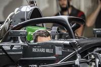Haas F1 Team VF-17 mit Cockpitschutz Halo