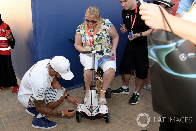 Lewis Hamilton, Mercedes AMG F1 signs a mobility scooter