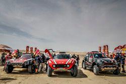 #303 Peugeot Sport Peugeot 3008 DKR: Carlos Sainz, Lucas Cruz, #305 X-Raid Team Mini: Mikko Hirvonen