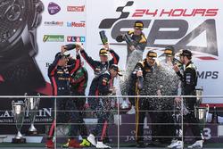 Pro-Am Podyum: Yarış galibi #16 Black Falcon Mercedes-AMG GT3: Oliver Morley, Miguel Toril, Maximil