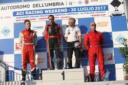 Podio Gara 2: il vincitore della gara Ivan Bellarosa (Avelon Formula; il secondo classificato Simone