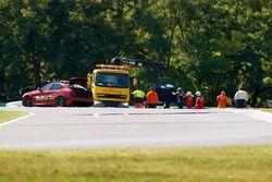 Marshals recuperan el auto de Sean Gelael, Scuderia Toro Rosso STR12