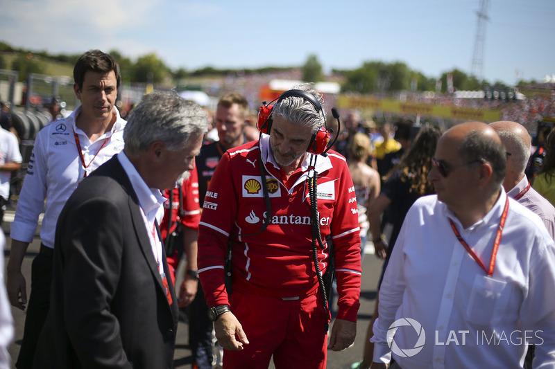 Chase Carey, Presidente Formula One, Maurizio Arrivabene, Director de Ferrari