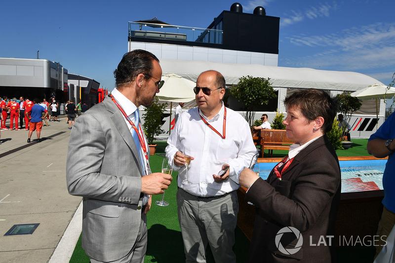 Алекс Моліна, Allsport Management, Лука Колаянні, старший менеджер Формули 1 по зв'язкам із громадськістю, Кейт Бівейн, FOM