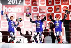 Подиум: Кацуюки Накасуга, Алекс Лоус, Майкл ван дер Марк, Yamaha Factory Racing Team