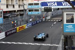 Yarış galibi Sébastien Buemi, Renault e.Dams