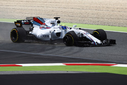 Felipe Massa, Williams FW40, recovers to the pits, a puncture