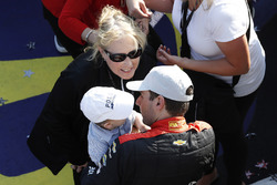 Will Power, Team Penske Chevrolet, sul podio con li figlio Beau