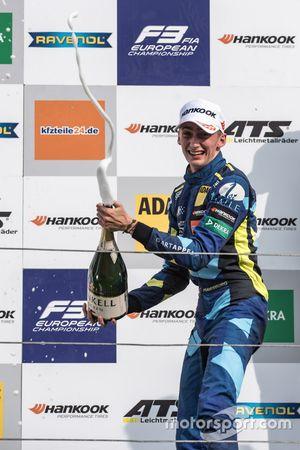Podio: il secondo classificato Ferdinand Habsburg, Carlin, Dallara F317 - Volkswagen