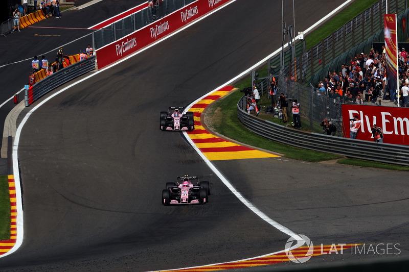 Esteban Ocon, Sahara Force India VJM10 e Sergio Perez, Sahara Force India VJM10
