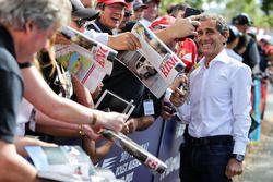 Alain Prost, Renault Sport F1 Team RS17 Asesor especial firma autógrafos para los fans