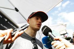 Stoffel Vandoorne, McLaren, mit der Presse