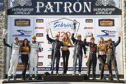 Podio GS : i vincitori #60 KohR Motorsports Ford Mustang: Jade Budford, Scott Maxwell, al secondo po