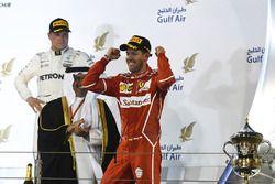 Podium: winnaar Sebastian Vettel, Ferrari, derde plaats Valtteri Bottas, Mercedes AMG F1