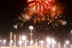Feuerwerk über der Strecke nach dem Rennen