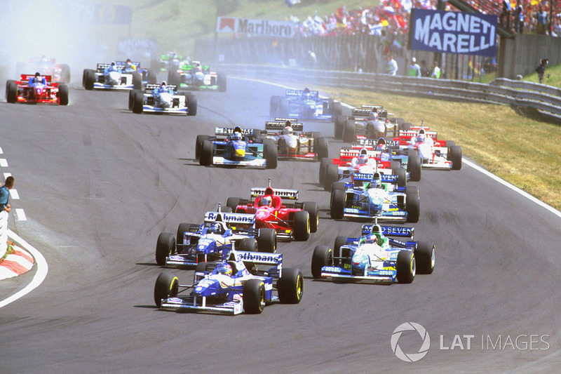 Jacques Villeneuve, Williams FW18 Renault leads Damon Hill, Williams FW18 Renault with Jean Alesi, B