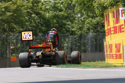Max Verstappen, Red Bull Racing RB13 retires from the race