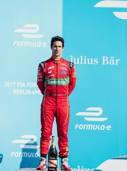 Lucas di Grassi, ABT Schaeffler Audi Sport, sul podio