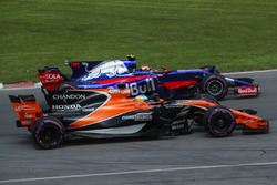 Fernando Alonso, McLaren MCL32 and Carlos Sainz Jr., Scuderia Toro Rosso STR12