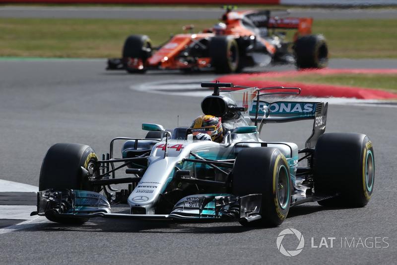 Льюіс Хемілтон, Mercedes AMG F1 W08, Стоффель Вандорн, McLaren MCL32