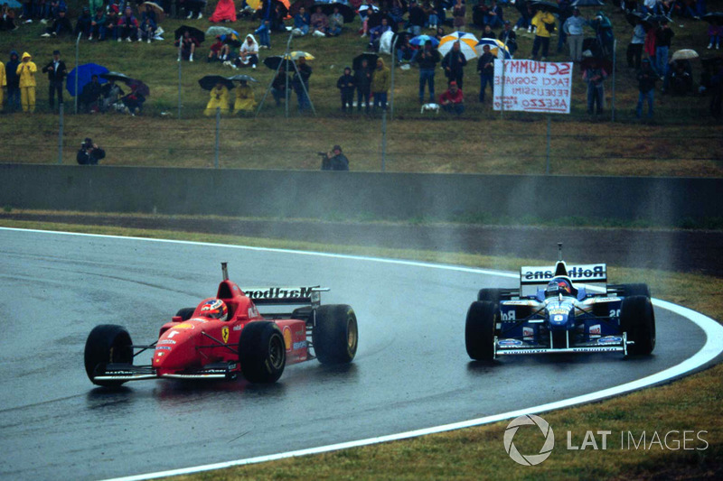 Michael Schumacher, Ferrari F310 ve Jacques Villeneuve, Williams FW18 Renault